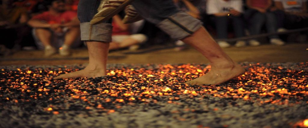 حمل الزوجة فوق فحم مشتعل، الصين