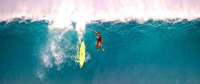 جزر هاواي - ممارسة ركوب الأمواج العملاقة