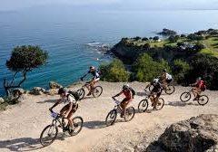 قبرص: جولة بالدراجات بين الشواطئ الذهبية والجبال الخلابة