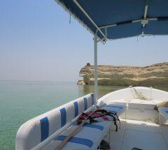 مغامرة ركوب مركب إلى جزيرة حوار