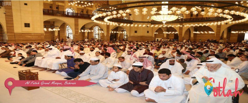 Praying at Al Fateh Grand Mosque