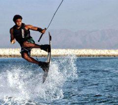 المتعة مضمونة مع التزلج المائي