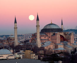 Enjoy a unique tour in Istanbul for 5 days