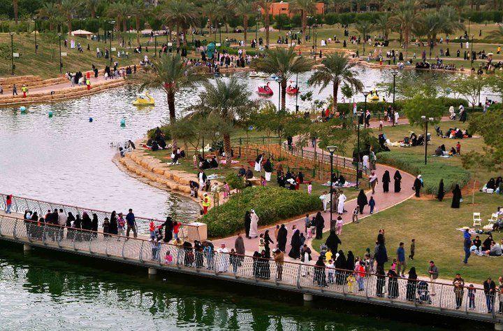 التنزه بالخارج مع عائلتك في حديقة السلام