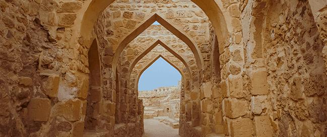 كم عمر قلعة البحرين؟