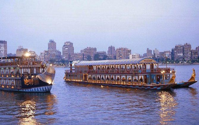 رحلة غداء لمدة ساعتين على نهر النيل في القاهرة