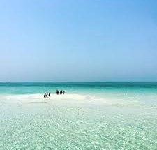 رحلات الغطس / القارب في جزيرة جرادة الساحرة