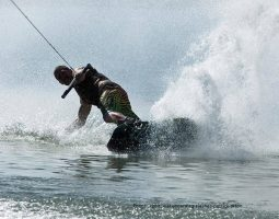 Wakeboarding (1 hour)
