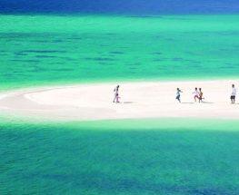 استمتع برحلة بالقارب في جزيرة جرادة شاملة المشروبات (بحد أقصى 10 أشخاص)