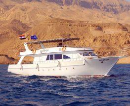 يوم في وسط البحر على متن يخت في العين السخنة