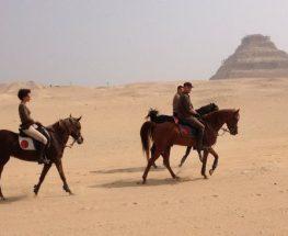 رحلة ركوب الخيل في اهرامات الجيزة