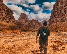 رحلة متعددة المغامرات إلى شواطئ نيوم ووديان الديسة
