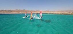 دورات تدريبية رائعة في ركوب الأمواج في دهب
