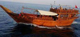 رحلة بحرية في مركب شراعي في عمان