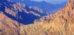 Visit the mountains of Nizwa and Jabel Shams