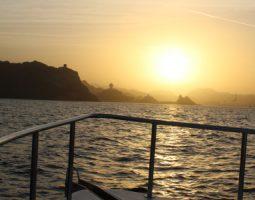 رحلة بحرية لإلقاء نظرة على شروق الشمس وغروبها