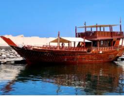 رحلة بحرية بالقارب العماني