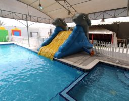 Spacious Pool with Jacuzzi for rent in Bahrain