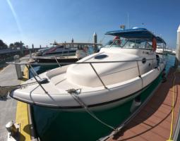 Yacht cruise in Jarada island