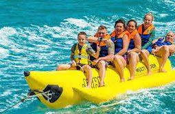 ركوب قارب الموز