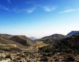 سفاري جبلية بسيارة دفع رباعي في سلطنة عمان
