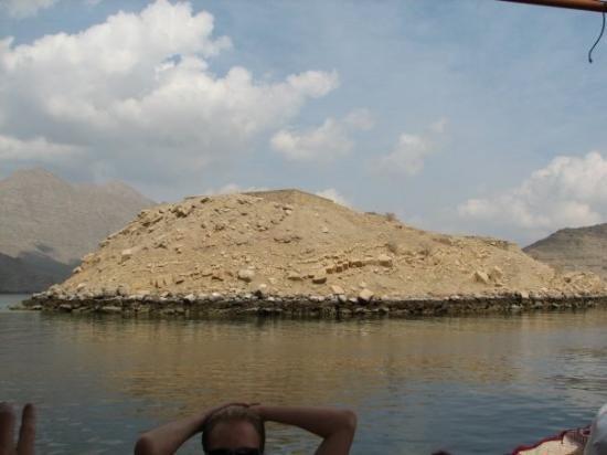 التخييم مع رحلة بحرية ليوم كامل في مسندم